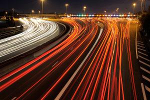 Auf der Autobahn ist die Geschwindigkeit nur auf einigen Abschnitten begrenzt.