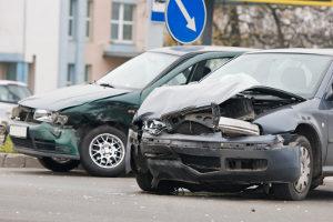 Ein Autounfall ist eine Unterkategorie des Verkehrsunfalls.