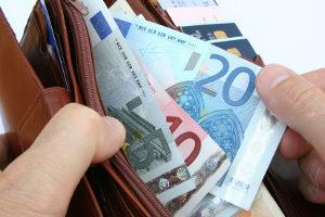 Bußgeld wegen Rechtsfahrgebot - bei Missachtung muss gezahlt werden.