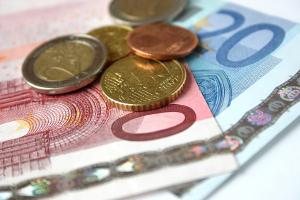 Haben Sie einen Bußgeldbescheid erhalten? Die Verfahrenskosten müssen Sie normalerweise ebenfalls tragen.