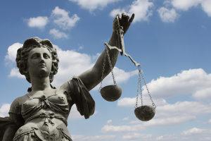 Für Fahrerflucht kann eine Geld- oder eine Freiheitsstrafe ausgesprochen werden.