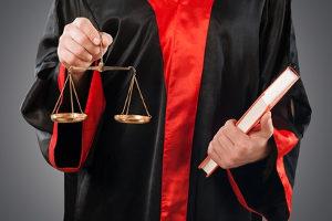 Ob fahrlässige Tötung vorliegt, entscheidet das Gericht je nach Einzelfall.