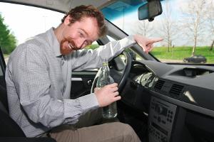 Ein Fahrverbot kann Ihnen ebenfalls drohen, wenn Sie mit Alkohol am Steuer erwischt werden.