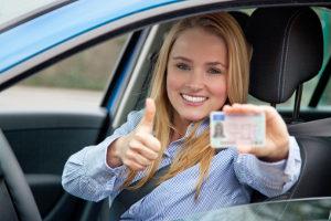 Der Führerschein dient als Nachweis für die Fahrerlaubnis.