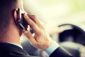 Wurden Sie geblitzt und haben mit dem Handy telefoniert, können die Sanktionen höher ausfallen.