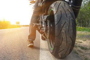 Der Geschwindigkeitsindex für Motorradreifen ist wie beim Pkw in Buchstaben angegeben.