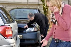 Ein grüner Pfeil an der Ampel gebietet Vorsicht, sonst kann es zum Unfall kommen.
