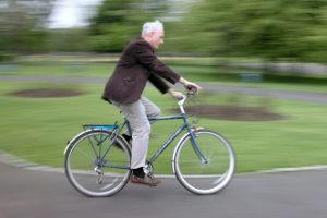 Links abbiegen ist für Fahrradfahrer mit besonderen Regeln verknüpft.