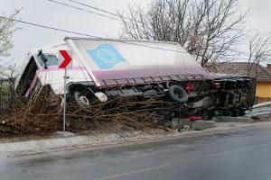 Um Lkw-Unfälle zu vermeiden, sollten  die Lenk- und Ruhezeiten eingehalten werden.