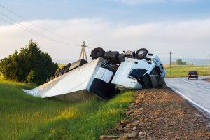 Ein Lkw-Unfall ist aufgrund des Gewichts und der Masse des Fahrzeugs  sehr gefährlich.