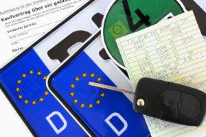 Nummernschilder in Deutschland  weisen unter anderem das Zeichen der EU auf.