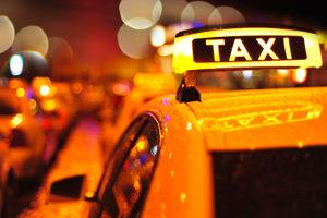 Ein Parkverbot gilt unter anderem an einem Taxistand.