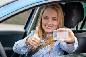 Die Probezeit nach dem Führerschein dauert zwei Jahre.