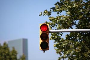 Zieht ein qualifizierter Rotlichtverstoß immer ein Fahrverbot nach sich?