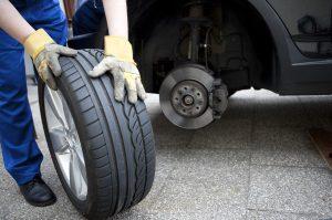 Reifen sind ein wesentlicher Teil des Fahrzeugs.