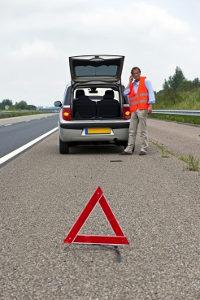Platter Reifen? Ein Notdienst kann helfen.