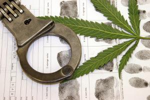 Eine Strafe bei Drogen am Steuer kann eine Haftstrafe sein.