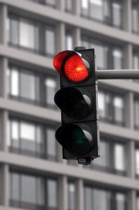 Die Strafe, wenn eine rote Ampel überfahren wird, fällt sehr hoch aus.