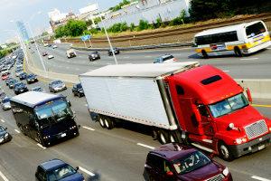 Tödliche Lkw-Unfälle können den toten Winkel als Ursache haben.