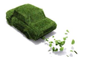 Eine Umweltplakette in Grün zeigt einen geringen Schadtstoffausstoß an.