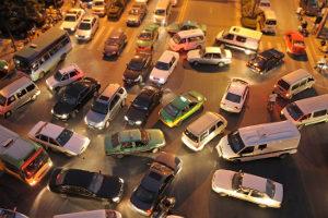 Eine Umweltzone soll die Luftqualität in der Stadt verbessern.