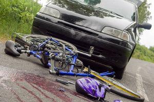 Ein Unfall mit einem Radfahrer ist für diesen meist gefährlicher als für einen Autofahrer.