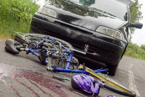 Bei einem Unfall ist unterlassene Hilfeleistung strafbar.