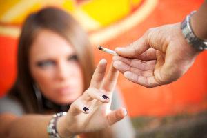 Personen, die unter Drogen Autofahren, können durch Tests überführt werden.