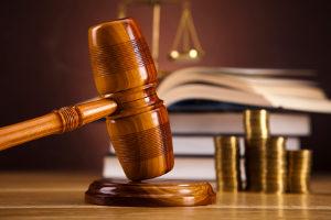Für unterlassene Hilfeleistung kann die Strafe entweder eine Geld- oder eine Freiheitsstrafe sein.