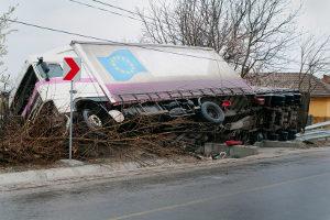 Ein Verkehrsunfall kann eine fahrlässige Körperverletzung beinhalten.