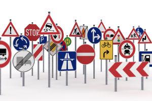 Auch andere Verkehrszeichen können ein Halteverbot anzeigen.