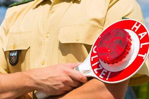 Können Sie die Warnweste der Polizei bei einer Kontrolle nicht zeigen, müssen Sie mit einem Verwarnungsgeld rechnen.